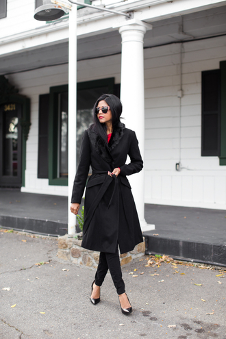 walk in wonderland blogger sunglasses winter coat black heels classy