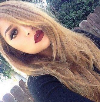 make-up red lipstick smokey eyes
