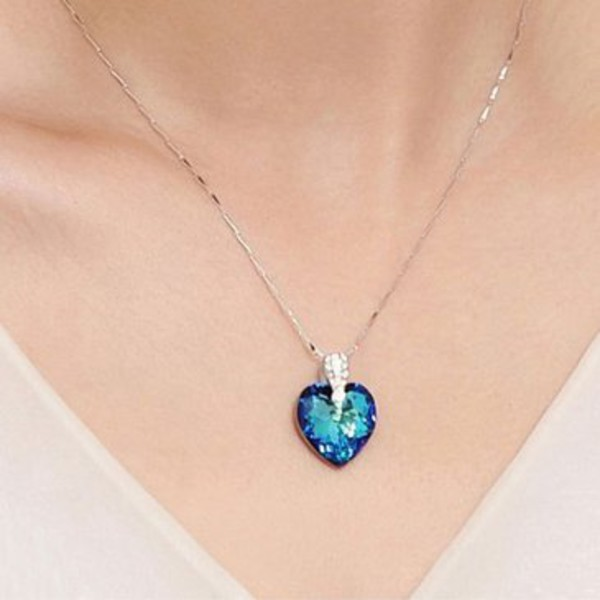 jewels blue heart shape necklace