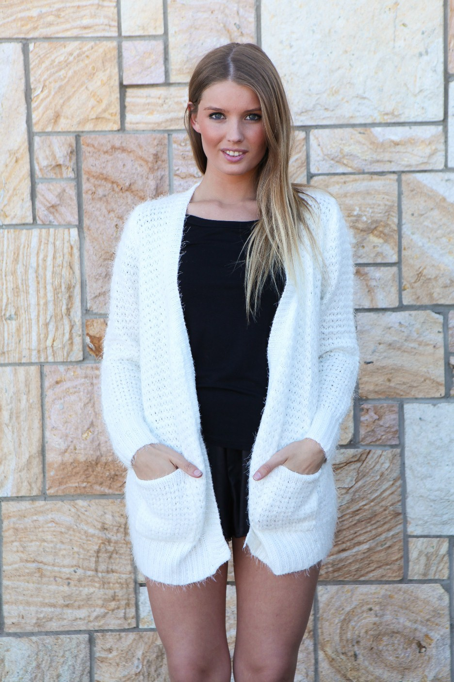 White loose thread sweater with