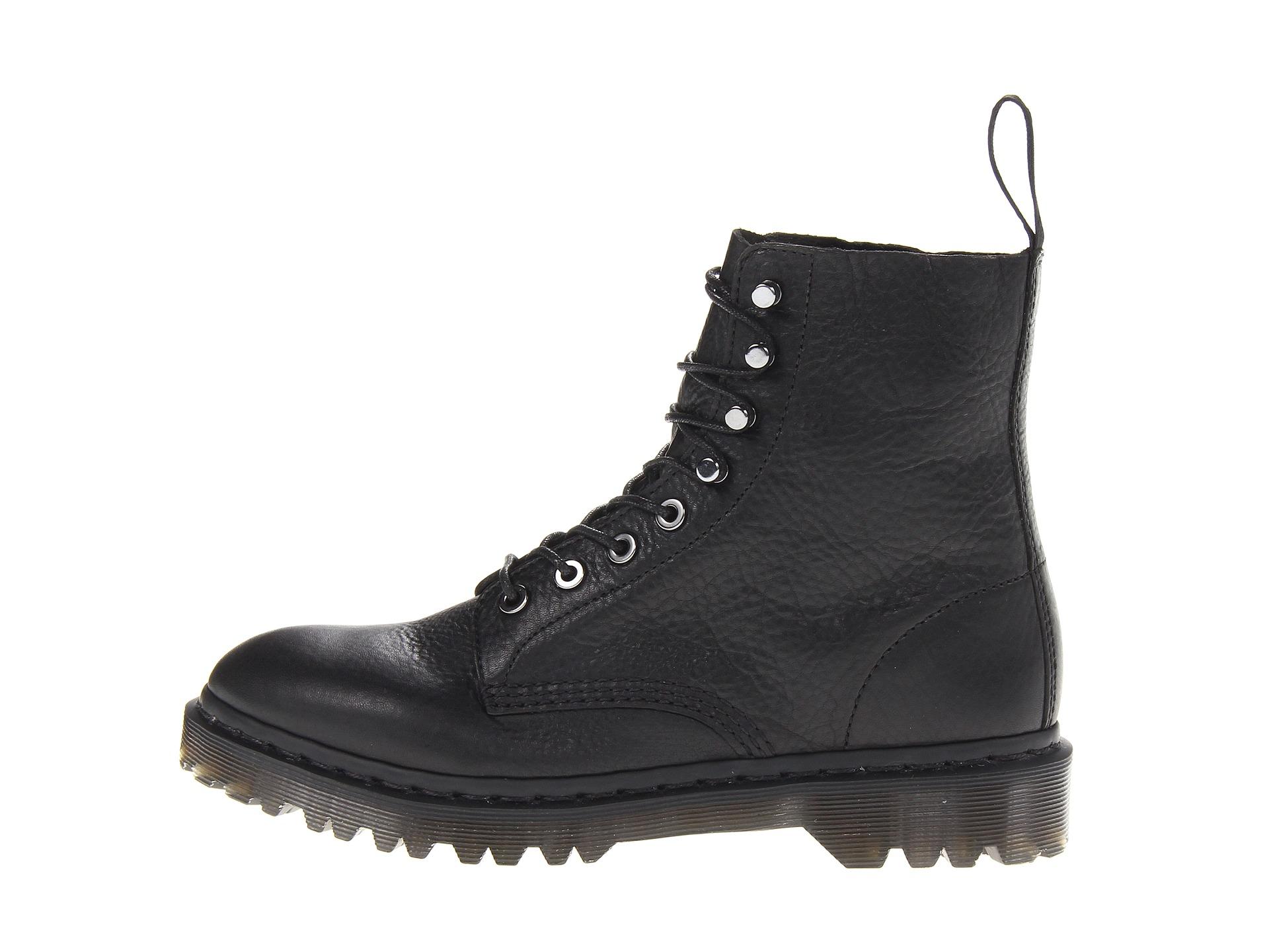 Dr. Martens Hadley 8-Tie Boot