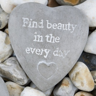 home accessory stone heart garden decoration gift ideas beautiful inspire quote on it