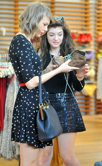 dress taylor swift dress summer outfits asos black lorde taylor swift hummingbird birds bird print dress bird print skater dress black skater dress spring outfits spring summer 2014 celebrity style celebrity style steal red carpet girly dress girly