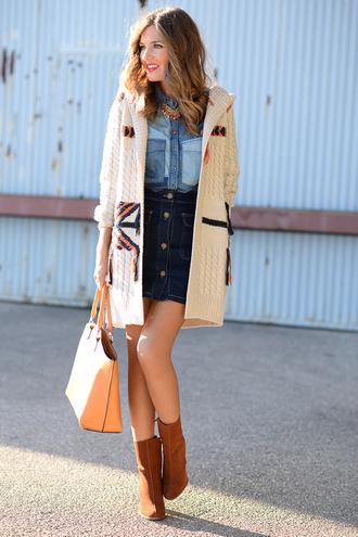 mi aventura con la moda blogger denim shirt knitted cardigan denim skirt button up skirt suede boots