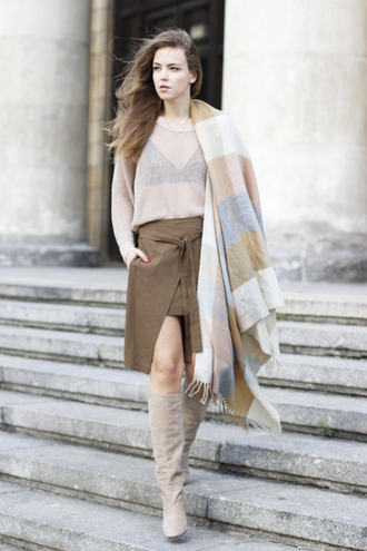 gold schnee blogger flannel scarf blanket scarf see through fall accessories fall outfits beige sweater suede boots fall skirt front slit skirt