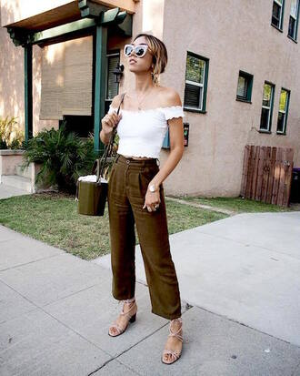 le fashion: how to wear gingham for fall blogger t-shirt pants shoes sandals white top summer outfits