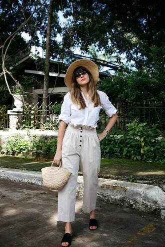shirt hat tumblr white shirt pants white pants cropped pants shoes black shoes bag sun hat sunglasses