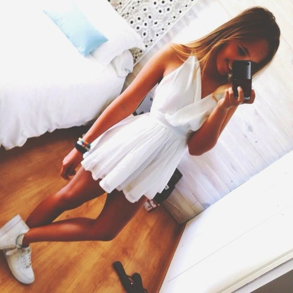 waist day woman lightweight dress shoes white dress tumblr flowy dress v neck dress loose dress white wow flowy fashion blogger zara 2014 prom dresses dress #white #lace bracelets romper