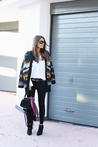 blogger seams for a desire cardigan jeans bag jewels sunglasses knitted cardigan
