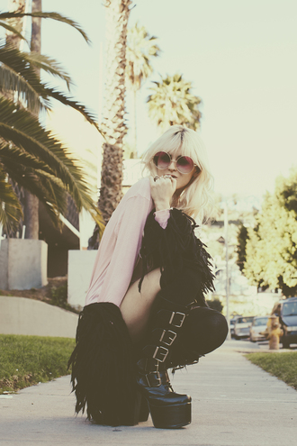 i hate blonde blogger platform shoes pink sunglasses fluffy t-shirt sunglasses