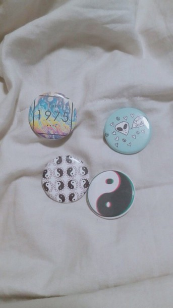 bag backpack pins yin yang the 1975 alien choker necklace Pin up t-shirt grunge jewelry denim jacket