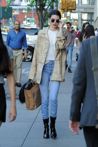jeans jacket kendall jenner model off-duty sunglasses top boots streetstyle kardashians