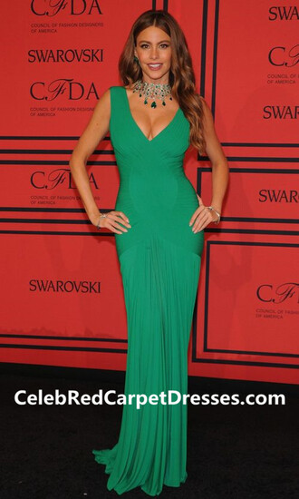 dress celebrity style sofia vergara green dress v neck v neck dress red carpet dress statement necklace