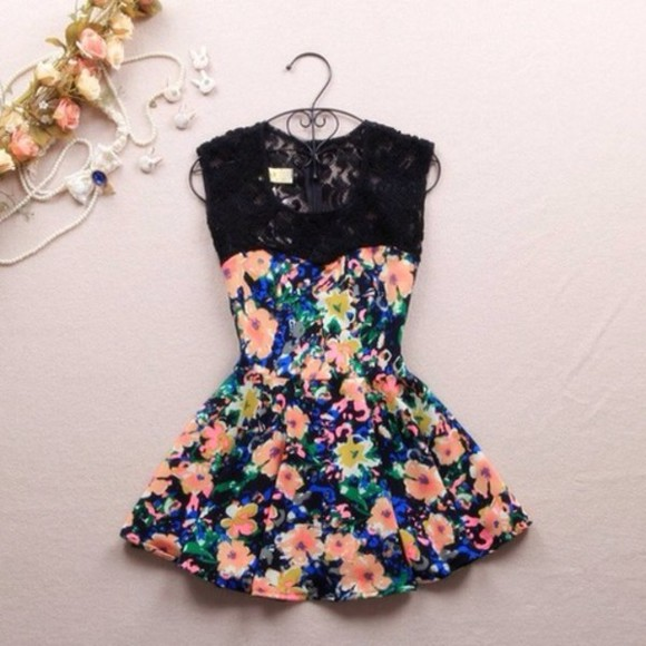 dress floral dress sweetheart neckline skater dress black lace dress lace neckline floral short dress cute dress floral lace dress spring lace