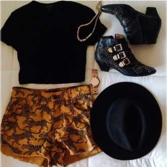 shoes shorts hat black jewels orange orange shorts tiger print gold jewelry