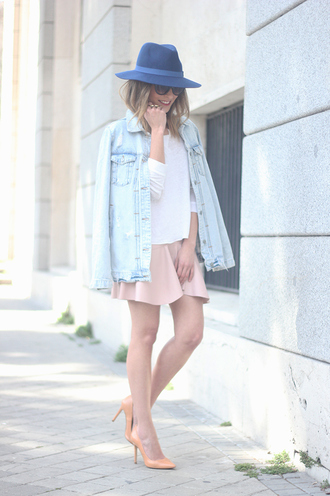 besugarandspice blogger denim jacket fedora white top pink skirt spring outfits