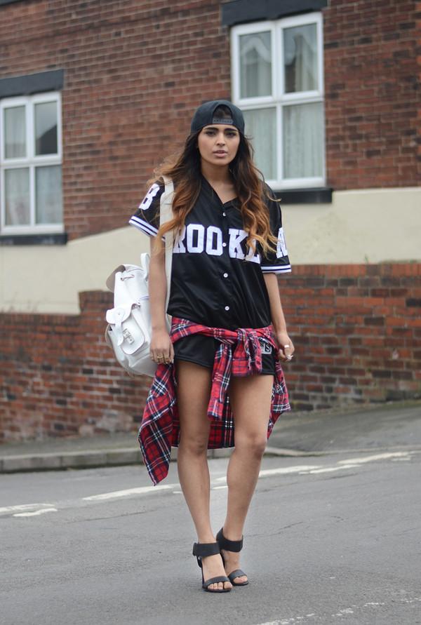 she wears fashion jewels shirt shoes