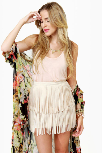 skirt fringes short skirt fringe skirt nude pink tank top blonde hair jewels kimono all nude everything necklace beige dusty pink boho boho chic floral