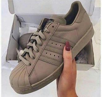 shoes adidas low top sneakers beige sneakers adidas superstars