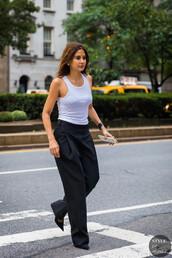 top,white topc,casual top,pants,black pants,shoesp,pumps,black pumps