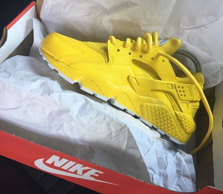 online store 91387 3bcd3 nike huarache yellow and black velvet