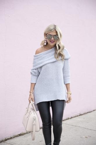 suburban faux-pas blogger sweater leggings bag shoes jewels make-up blue sweater handbag