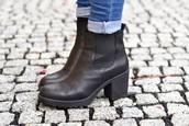 shoes,boots,chelsea,black boots,shoes black,ankle boots,blogger,booties black,booties,black,heels,black heels