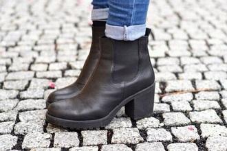 shoes boots chelsea black boots shoes black ankle boots blogger booties black booties black heels black heels