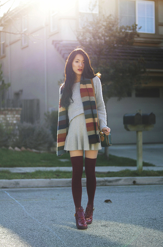 art in our blood blogger scarf grey sweater grey skirt knee high socks make-up sweater skirt bag shoes socks striped scarf