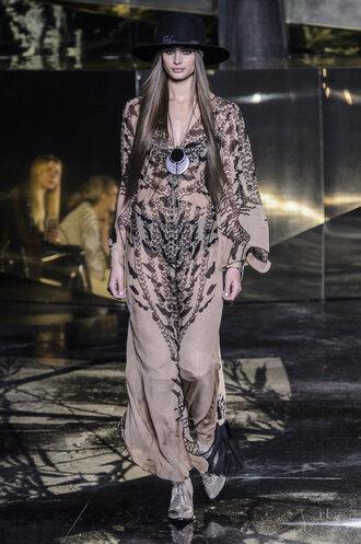 dress hat runway paris fashion week 2016 fashion week 2016 model maxi dress animal print h&m necklace