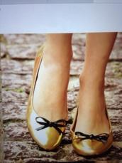 shoes,gold,ballet pumps