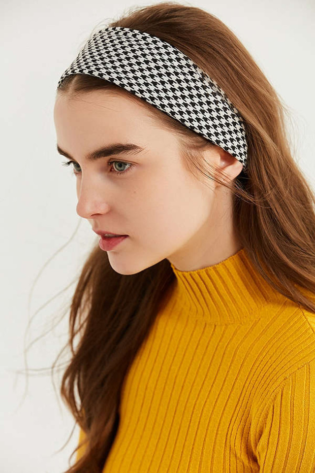 3 ways to make a statement with your curls this fall - Urban outfitters valencia ...