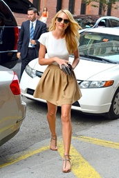skirt,tan,candice,pleated skirt,beige skirt,white t-shirt,beige pumps,clothes,cleb,beige