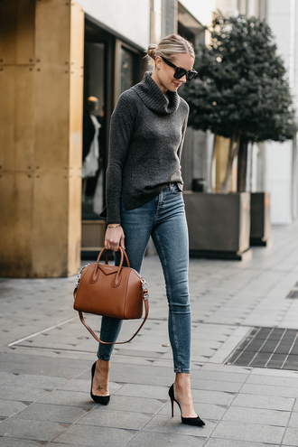 fashionjackson blogger shoes jewels sweater tumblr knit knitwear grey sweater denim jeans skinny jeans blue jeans bag handbag brown bag pumps pointed toe pumps sunglasses