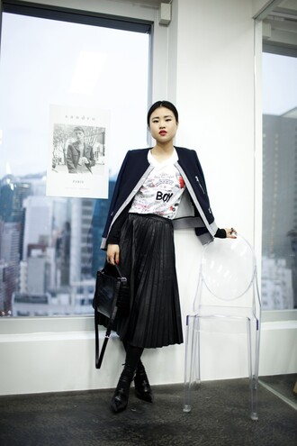 la vagabond dame blogger jacket coated black skirt pleated skirt white t-shirt satchel bag