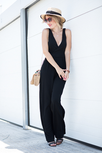 mi aventura con la moda blogger jumpsuit hat jewels bag sunglasses black jumpsuit summer outfits sandals