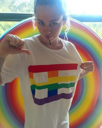 top miley cyrus instagram t-shirt rainbow