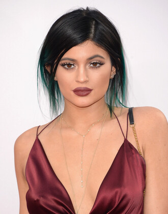 jewels necklace kylie jenner american music awards