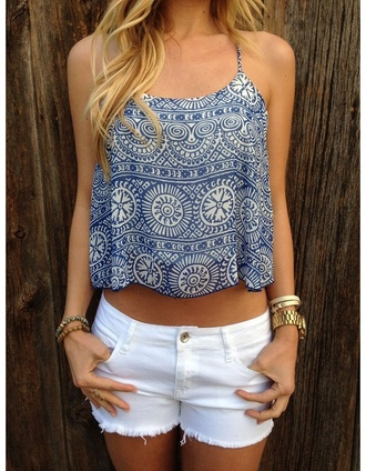 blue top tank top white shorts denim shorts blouse top bleu motif blanc blanc été shirt
