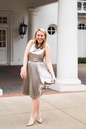 glitter&spice blogger dress shoes bag metallic dress pleated dress nude heels high heel pumps nude bag