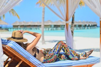 cuppajyo blogger beach sun hat boho pants printed pants