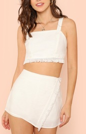 skirt,girly,girl,girly wishlist,white,crop,cropped,crop tops,white crop tops,fringes