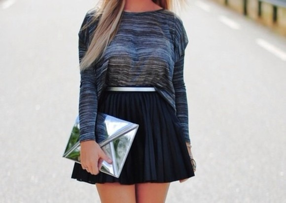 long sleeved t-shirt blue striped oversized skirt