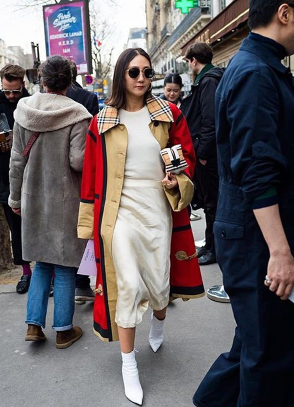 shoes boots white boots skirt midi skirt coat sunglasses white top streetstyle