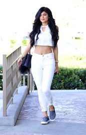 top,kylie jenner,jeans,bag,phone cover,shirt,shoes,white,summer,summer outfits,lace,accent,detail,trouser,white jeans,white crop tops,white shirt,white top,jewels,hair accessory,tank top,fashion,icon,hot,grey,kylie jenner jewelry,kylie jenner dress,beautiful,celebrity style,celebrity,celebrities in white,slip on shoes,blouse