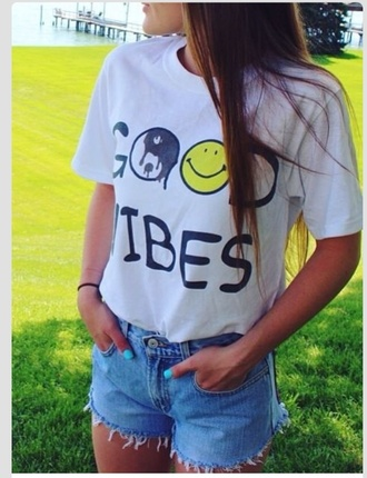 shirt t-shirt good vibes hippie hipster smiley face ying yang