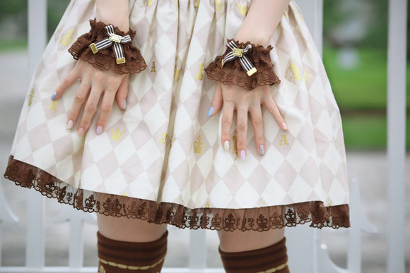 dress frills ribbons wrist cuffs thigh highs brown checkerboard nail polish