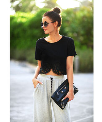 stylista blogger leather clutch balenciaga carven black crop top