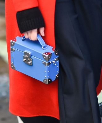 bag nyfw 2017 fashion week 2017 fashion week streetstyle blue bag boxed bag