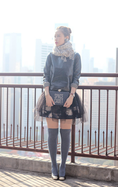 mellow mayo blogger tulle skirt floral skirt knee high socks winter outfits kate spade clutch skirt jewels scarf top dress bag shoes